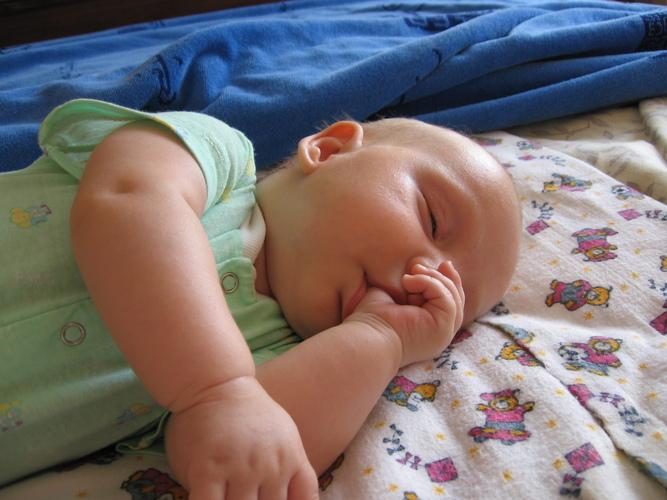Почему ребенок сосет большой палец и надо ли его отучать? Comment on Магия