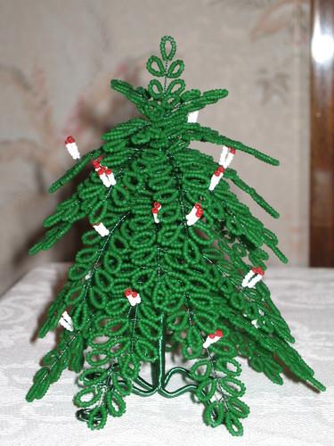 Моё хобби - бисероплетение.  Ёлка со свечками.  Была сплетена в канун одного из Новых годов.