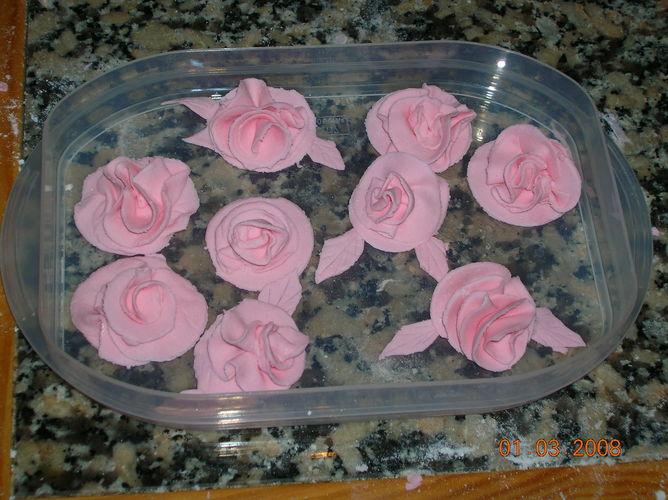 розы из мастики фото - Торты, пироги.